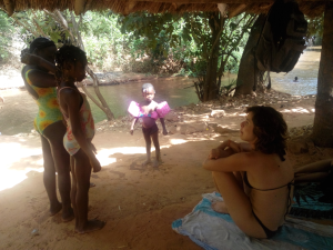 Guinguetta_Miriam_with_little_girls